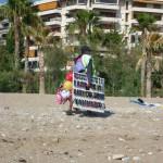 Černoši prodávají na pláží téměř vše - Atény