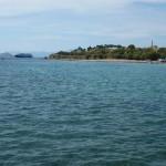 Ostrov Aegina a pohled na chrám